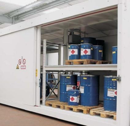 Съхранение на опасни химични вещества и смеси - склад